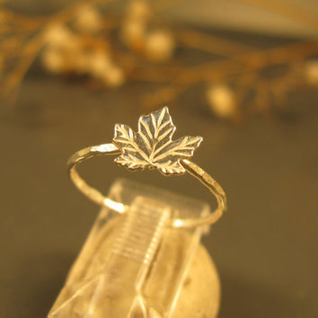 Maple leaf ring in sterlig silver, stacking ring, stackable jewelry