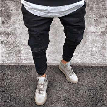 Men's Distressed Pleated Skinny Jeans