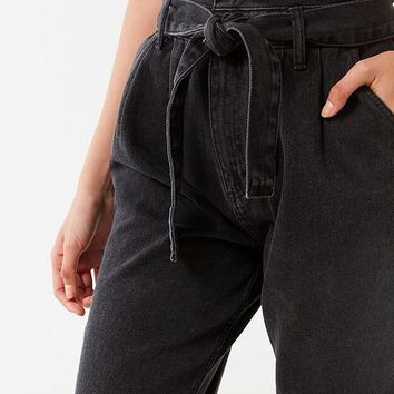 BDG High-Rise Carrot Jean – Belted | Urban Outfitters