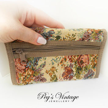 Vintage Floral Tapestry Clutch Fold Wallet//Purse Fashion Accessory