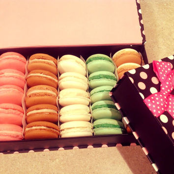 25 pcs. French macaron/macaroons, French pastry, French cookies in a luxury gift box. Gluten free cookies.  Best Deal!!!!!