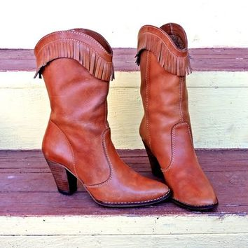 Womens Fringed boots / size 6 / 6.5 / western /  Boho  / vintage 80s / Taupe brown leather / Cowgirl / made in Brazil