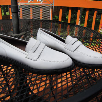 vintage white Eddie Bauer penny loafer. unworn. preppy. back to school. fall fashion