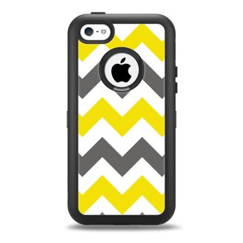 The Gray & Yellow Chevron Pattern Apple iPhone 5c Otterbox Defender Case Skin Set