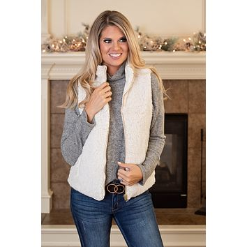 Cozy Cabin Quilted Reversible Sherpa Vest : Ivory