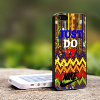 Chevron Colorful JUST DO IT - For iPhone 4,4S Black Case Cover
