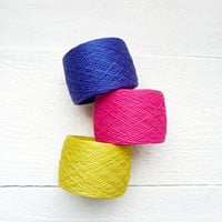 set of 3 balls - natural linen thread - neon pink, blue, yellow - geometrical