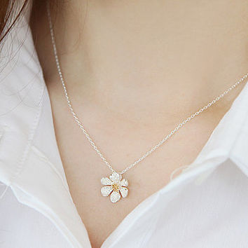 Daisy Necklace, Flower Necklace, Floral Leaf Necklace, Petal Necklace, Spring Necklace, Mothers Necklace, Anniversary GIft