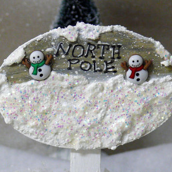 Miniature North Pole Snowman Sign