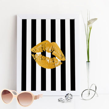 FASHION PRINT,Gold Lips,Makeup Print,Bathroom Wall Art,Black And Gold,Fashionista,Makeup Art,Glam Room,Printable Art,Lips Art print,Digital