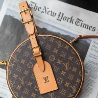 Louis vuitton fashion hot lady print cartoon graffiti round cross - span bag