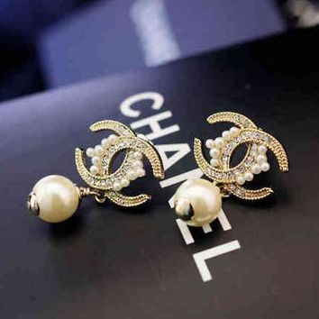 Chanel Women Fashion CC Logo Pearl Stud Earring Jewelry