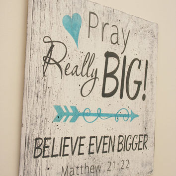 Pray Really Big Believe Even Bigger Wood Sign Christian Wall Art Inspirational Sign Distressed Wood Wall Decor Shabby Chic Matthew 21