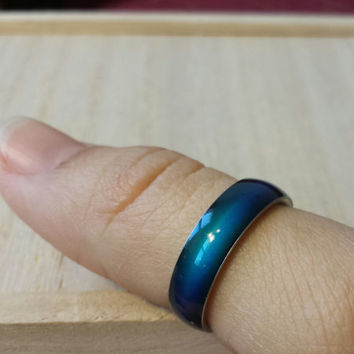 Mood ring stainless steel.Your energy will cause the ring to change color size 5.5, 6.5, 8,9. Christmas gift,birthday gift.Boy,girl
