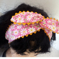 Daisy Print Pinup girl style headband with yellow Ric-Rac