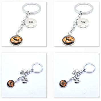 2017 New Football Keychain NCAA Oregon State Beavers Charm Key Chain Car Keyring for Women Men Party Birthday Keyrings Gifts