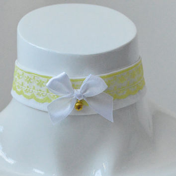 Kitten play day collar - Dandellion - yellow and white with tiny bell - kawaii cute lolita accessories