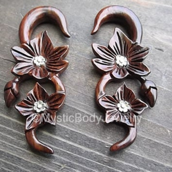 Hanging Wood Gauge Earrings 0g Ear Plug Flowers Organic Wooden Body Jewelry 0g Weights Dangle Plugs Gauges Flower Spiral Brown Pair Ears Set