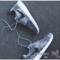 Nike Roshe Run Womens Mens Shoes Gray Ripple White