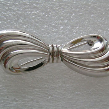 Gorgeous BEAU STERLING SILVER Minimalist Design Classic and Elegant Vintage Bow-Tie Brooch/Pin Weight 3.3 Grams in Excellent Condition
