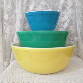 Vintage Pyrex Primary Colors Mixing Bowl Set, 403, 404, 401, Set of Three, 1950s thru 70s