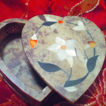 Exquisite Heart Shaped Marble Jewelry Trinket Box Inlaid with Mother of Pearl, Agate Stones. Inlaid Marble Jewelry Trinket Box Made In India