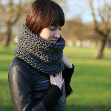 Hand Knit Snood, Chunky Cowl, Womens Cowl Scarf, Superchunky Snood, Spring Fashion Accessories, Gray