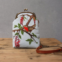 Robin Bird Bag Woodland Berries Vintage Embroidery, Linen, Kiss-lock