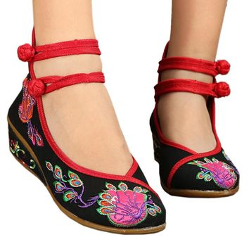 Fashion Online Peacock Old Beijing Cloth Embroidered Shoes  Black