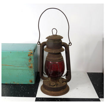 Embury No. 1 Little Defiance Kerosene Lantern . Red Glass Globe . Vintage Oil Lamp . Tubular Barn Railroad Lantern . Made in USA