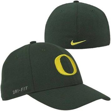 Nike Oregon Ducks Performance Swoosh Flex Hat - Green