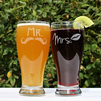 Mr and Mrs Beer Glasses, (2) Etched Pilsners, Just Married, Couples Gift, Wedding gift, Mustaches & Lips, Beer, Sangria, Anniversary Gift