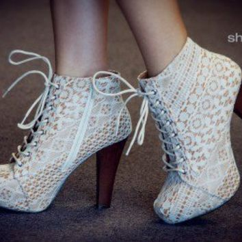 Qupid Puffin-39 Ivory Lace Platform Ankle Bootie