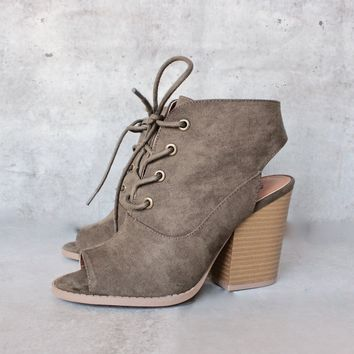 lace-up peep toes suede bootie - khaki