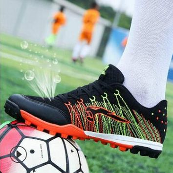 Soccer Shoes Kids 2018 New High Quality Mens Indoor Games Cleats Football Shoes Breathable Mesh Boys Cheap Sport Shoes