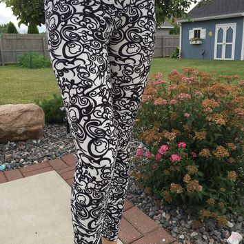 Women's Scroll Vine Leggings Elegant Black/White: OS/PLUS