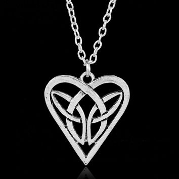 Antique Silver Color Irish Celtic Knot Triangle Vintage Love Heart Necklace Hot Fashion Irish Vikings Pendant Jewelry