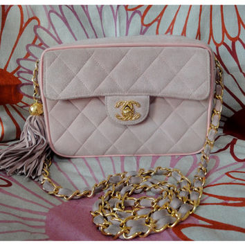 Vintage CHANEL quilted genuine suede leather light pink camera shoulder purse with golden chain strap and a fringe. Think Spring.