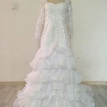 Long Sleeves Lace Bodice and Tiered Organza Wedding Dress Chapel Train Lace-up Bridal Gown