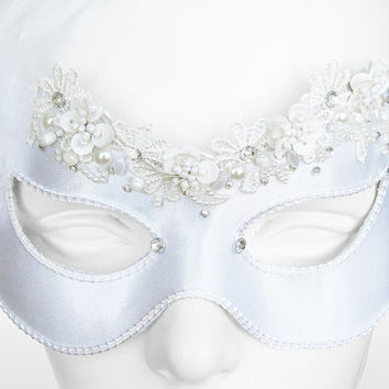 Cream And White Bridal Masquerade Mask With Rhinestones, Feathers And Pearls - Embellished Venetian Style Wedding Mask