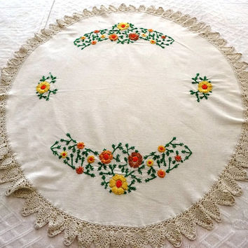 Vintage 1970s Embroidered Small Round Tablecloth in Ivory with Crocheted Lace Trim in Ecru - Flower Pattern