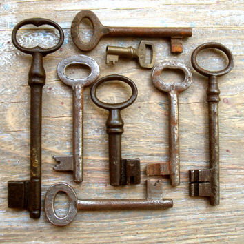 Old Keys - Genuine Vintage Keys - 8 Antique Skeleton Keys (S-39).