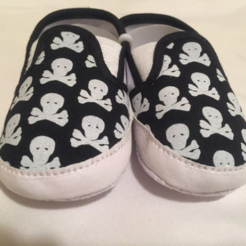Baby Unisex Infant Black and White Skull and Crossbones Prewalker Crib Shoe Anti-slip Sole Loafer Slip On