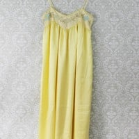 Dainty 1970s Buttercream Embroidered Nightgown
