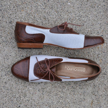 vintage leather spectator oxfords / vintage two tone perforated leather brogues / Texturized lace up shoes