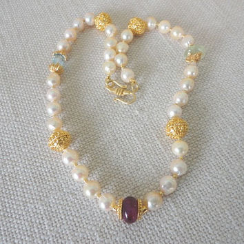 pearl gemstone necklace. statement gold necklace. semiprecious necklace. pearl beaded gold. pearl for women. baroque pearl. Akoya pearls