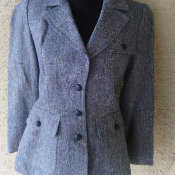 blazer classic hunting jacket suit coat vintage 70s classic blue and white size 7 pure wool 3 button front 2 hip pockets feminine cut