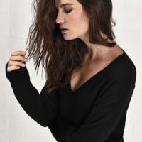 ESSENTIAL MERINO V NECK SWEATER