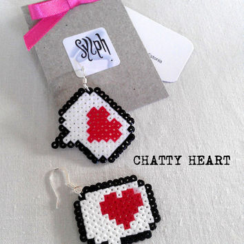 Pixelated 8bit style geeky and retro Chatty Heart earrings made of Hama Mini Perler Beads, beaded heart in a chat bubble