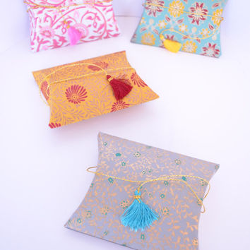 Pillow Pouch box with Tassel, Paisley Wedding Favor Box, Diwali box, Wedding Gift box, Indian Wedding Favor, Indian Pillow Pouch Boxes